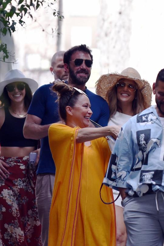 BGUK_2179914 - Capri, ITALY - American singer, actress, and dancer Jennifer Lopez pictured with Boyfriend Ben Affleck pictured in Capri, Italy Pictured: Jennifer Lopez and Ben Affleck BACKGRID UK 27 JULY 2021 BYLINE MUST READ: Cobra Team / BACKGRID UK: +44 208 344 2007 / uksales@backgrid.com USA: +1 310 798 9111 / usasales@backgrid.com *UK Clients - Pictures Containing Children Please Pixelate Face Prior To Publication*
