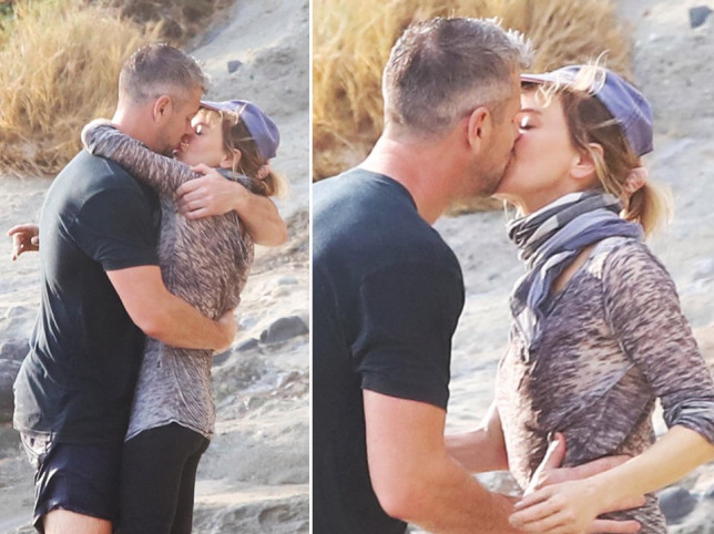 Renee Zellweger and Ant Anstead kiss on the beach