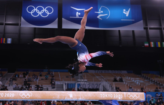 Tokyo 2020 Olympics - Gymnastics - Artistic - Women's Beam - Final - Ariake Gymnastics Centre, Tokyo, Japan - August 3, 2021. Simone Biles of the United States in action on the balance beam REUTERS/Mike Blake
