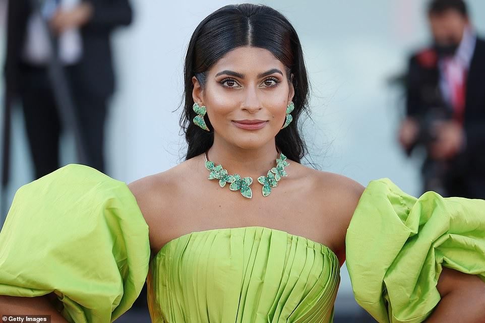 Wow! Instagram starFarhana Bodi looked elegant in a stunning lime gown and green jewels