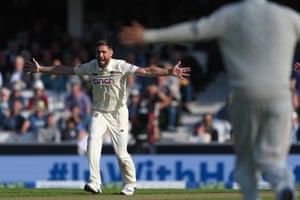 Chris Woakes of England appeals for lbw against Shardul Thakur.