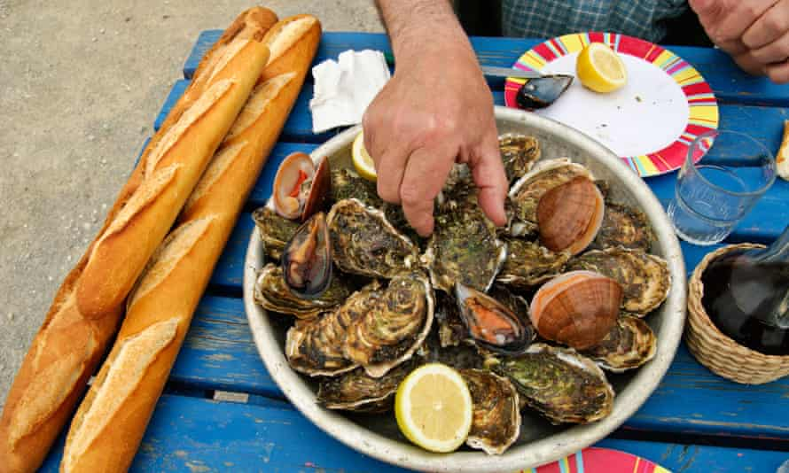 Eating oysters, France