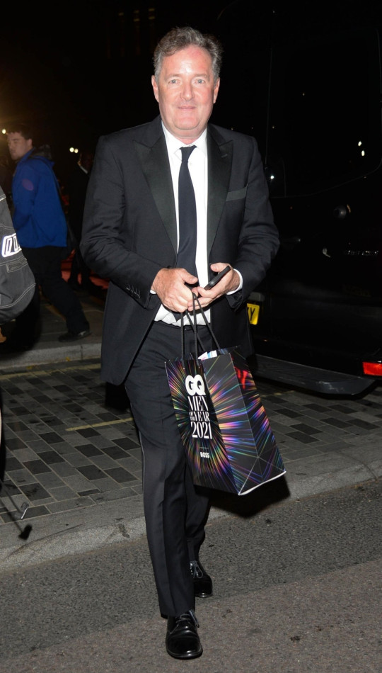 BGUK_2204203 - London, UNITED KINGDOM - Celebrities Leaving GQ Awards in London Emma Corrin can be seen walking barefoot after heels disaster. Pictured: Piers Morgan BACKGRID UK 1 SEPTEMBER 2021 BYLINE MUST READ: NIGHTVISION / BACKGRID UK: +44 208 344 2007 / uksales@backgrid.com USA: +1 310 798 9111 / usasales@backgrid.com *UK Clients - Pictures Containing Children Please Pixelate Face Prior To Publication*
