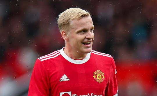 MANCHESTER, ENGLAND - AUGUST 07: Donny van de Beek of Manchester United during the Pre Season Friendly fixture between Manchester United and Everton at Old Trafford on August 7, 2021 in Manchester, England. (Photo by Robbie Jay Barratt - AMA/Getty Images)