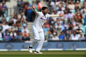 Umesh Yadav appeals unsuccessfully for a catch down the leg side off Haseeb Hameed.