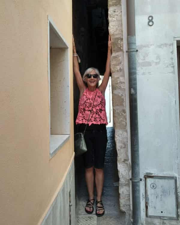 The writer in A Rejecelle, said to be the narrowest alley in Italy.