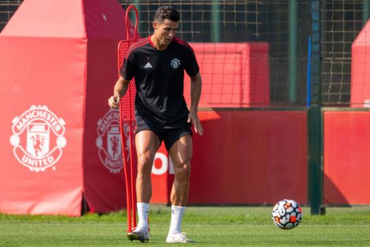 Cristiano Ronaldo looks on in Manchester United training