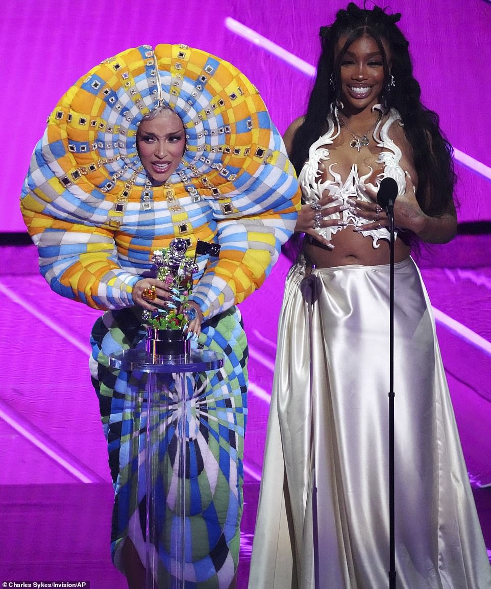 Doja and SZA:Ja Rule and Ashanti took to the stage to present the award for Best Collaboration, which was won by Doja Cat for Kiss Me More featuring SZA