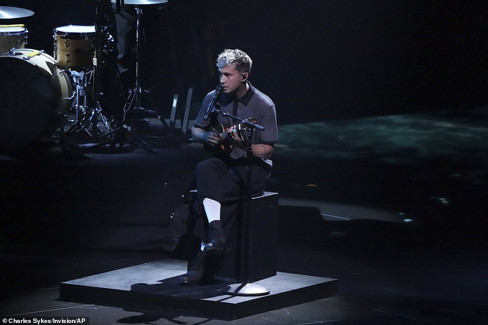 Big news!Her song transitioned in Twenty One Pilots' performance of Saturday, with lead singer initially seated while playing a ukulele. He interrupted the song to announced that his wife Jenna Black was pregnant with their second child