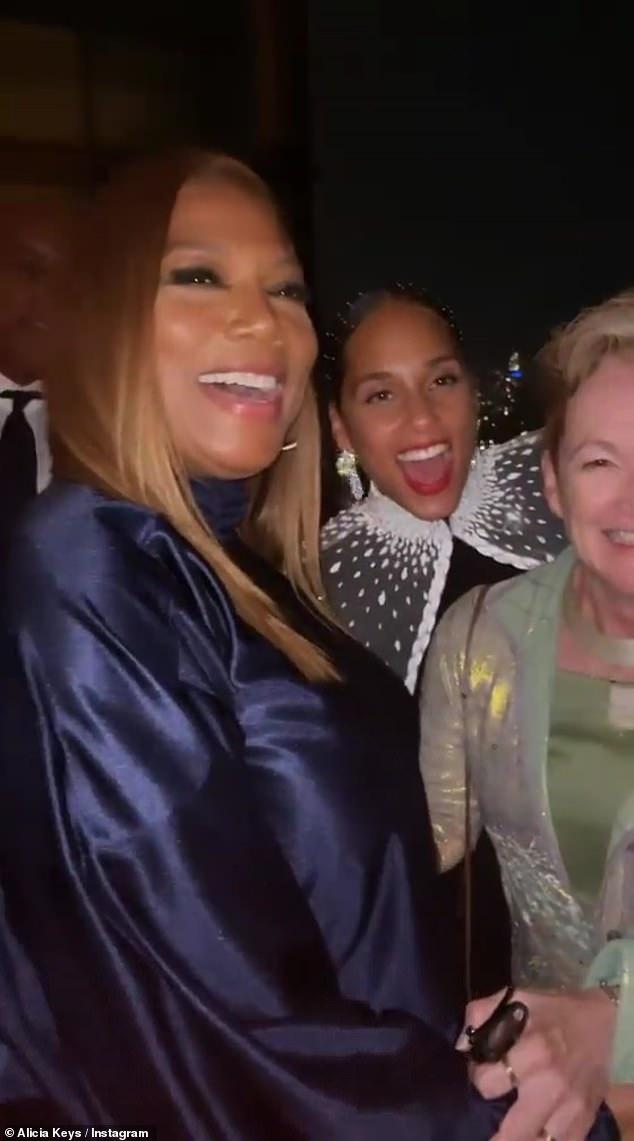 Friends:Keys took a fun photo withQueen Latifah