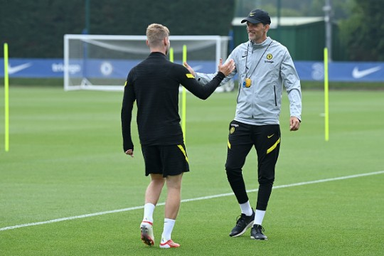 Timo Werner shakes hands with Thomas Tuchel in Chelsea training