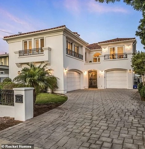 Details:The neo-Mediterranean style house the actress and comedian is selling, was built in 1991 and sits on a total area of 7,026 sq. feet