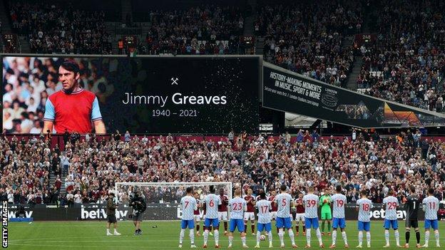West Ham and Man Utd players pay tribute to Jimmy Greaves