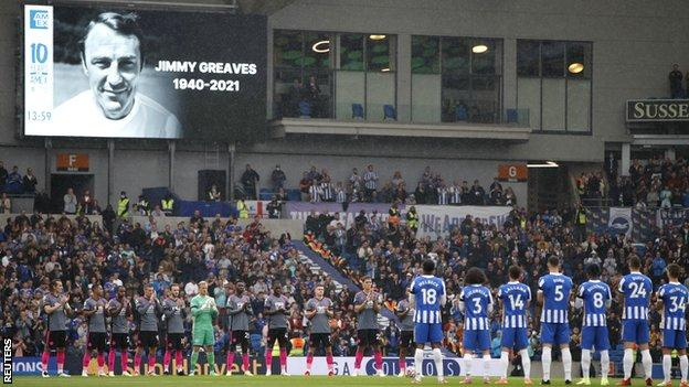 Brighton and Leicester observe a minute's applause