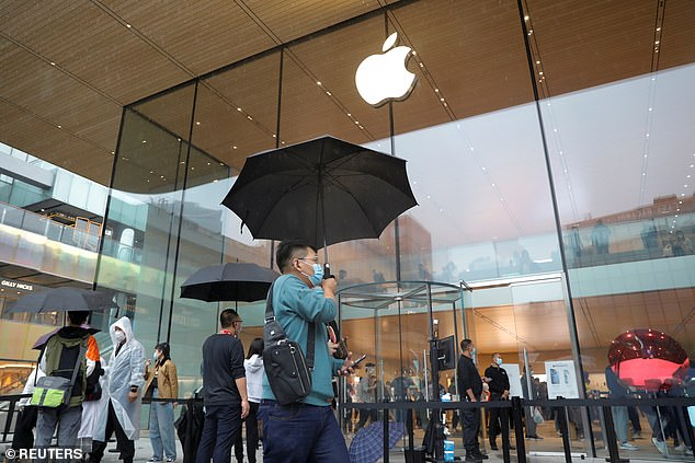 Even poor weather conditions in Beijing, China didn't stop buyers from venturing out to get their iPhone 13 this morning