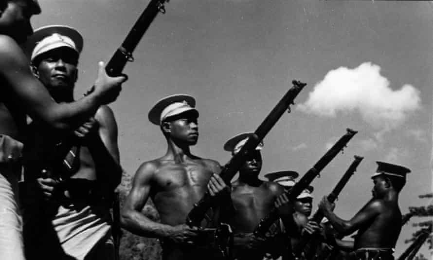 Papua New Guinean troops receiving training during the second world war.