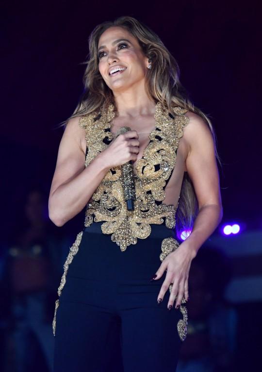 Jennifer Lopez performing at Global Citizen Live