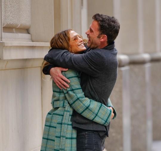 Jennifer Lopez and Ben Affleck kissing in New York