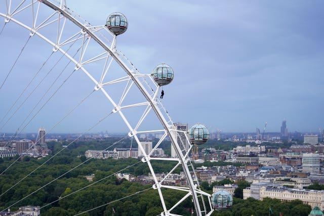 No Time To Die – London Eye stunt