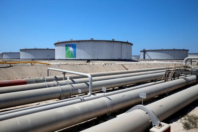 Oil extends losses after deep Saudi price cuts signal demand concerns