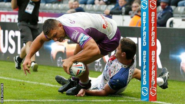 Ryan Hall scores a try for Hull KR