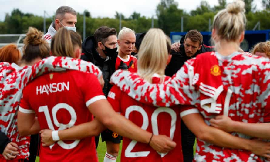 Manchester United manager Marc Skinner speaks to his players during a pre-season friendly in August.