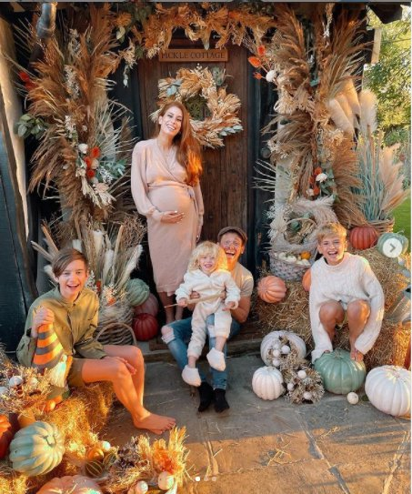 Stacey Solomon decorates her house for Halloween