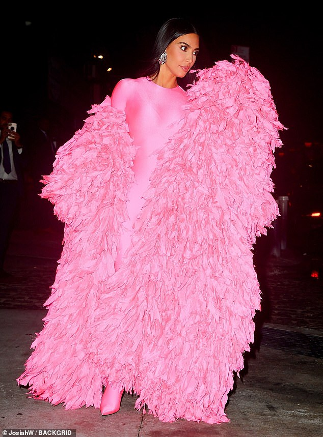 Cozy:Though she may have been a bit chilly late at night in New York City, her feathered cloak helped to keep her warm