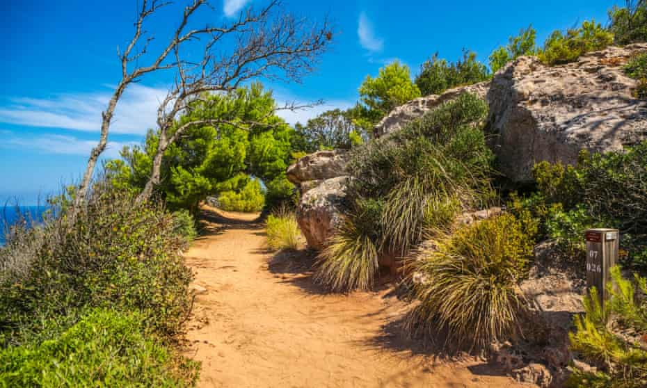 Camí de Cavalls coast path.