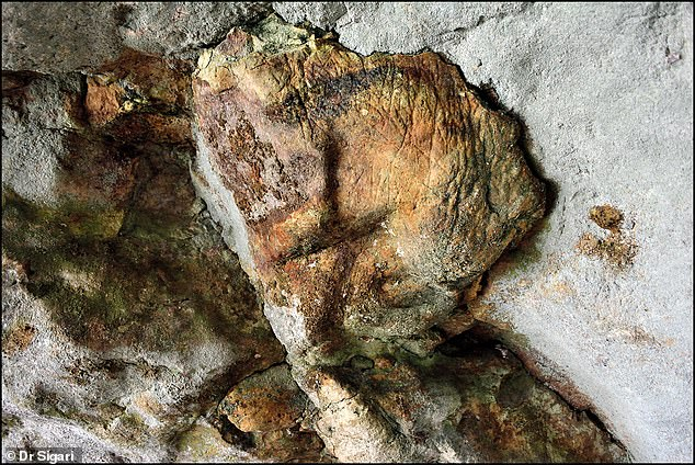 Here is a reticulate motif on the edge of the recess.These new images, along with those previously identified in the cave, share many similarities with those seen in cave art from Italy, to France, and even as far as Spain or Azerbaijan, according to the researchers