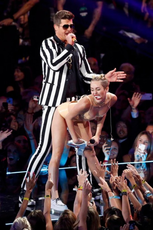Singers Miley Cyrus and Robin Thicke perform Blurred Lines