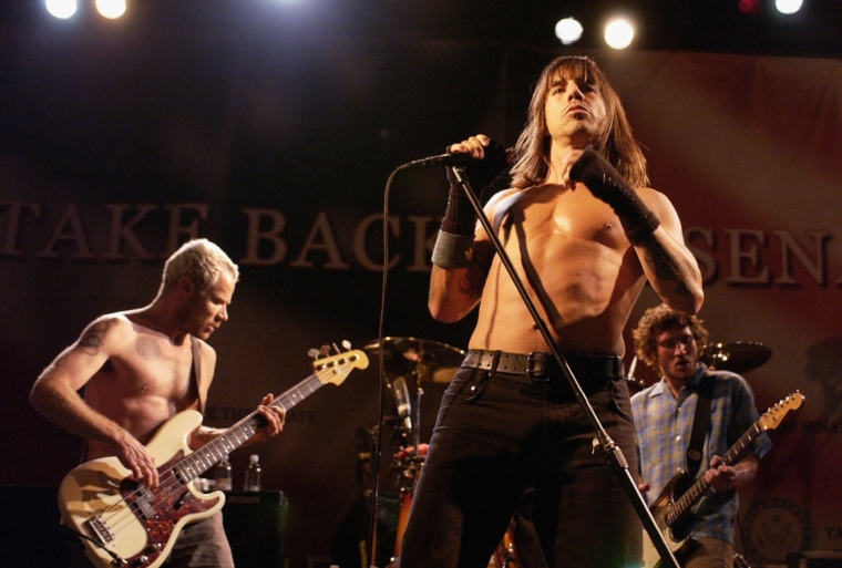 SANTA MONICA, CA - OCTOBER 15: (L-R) Flea, Anthony Kiedis and John Frusciante of The Red Hot Chili Peppers perform at a Democratic Senate fundraising concert on October 15, 2004 at Bergamot Station in Santa Monica, California. (Photo by Amanda Edwards/Getty Images)