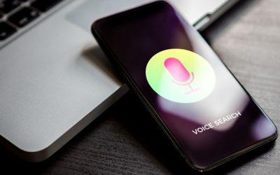 Smartphone pour effectuer une recherche vocale sur le web