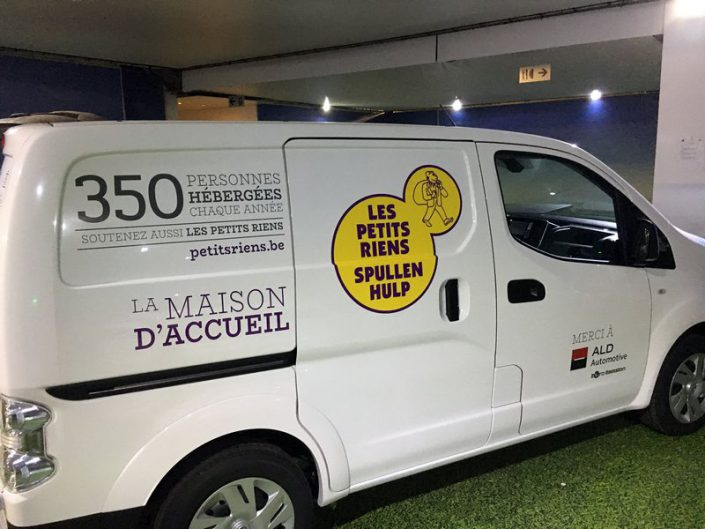 """décoration de la camionnette """"Les petits riens"""""""