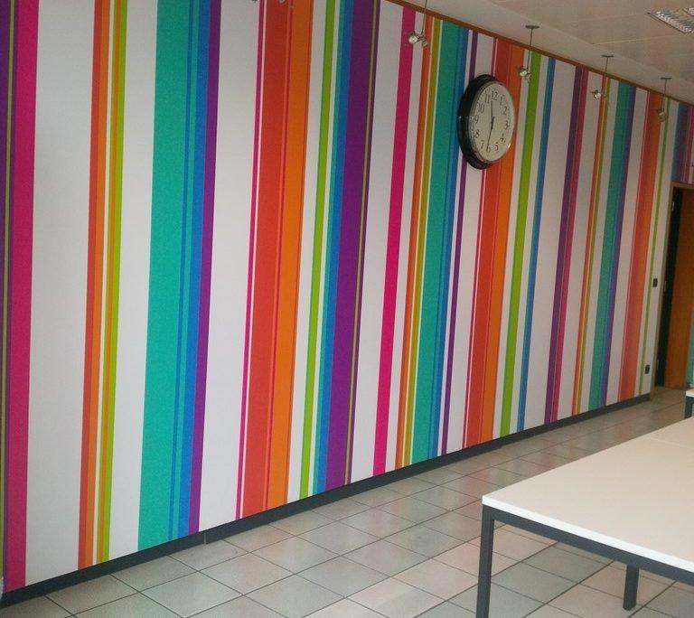 Décoration des murs de la cafétéria