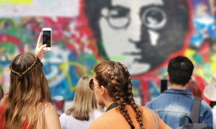 att göra i Prag Lennon wall