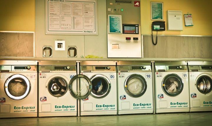 tvätta kläderna på resan