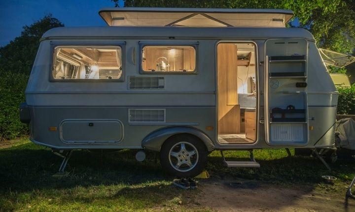 husvagn eller tält