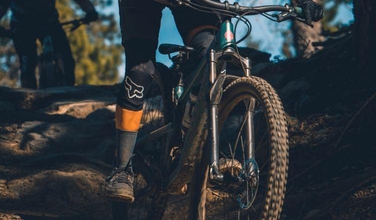 bra knäskydd mountainbike