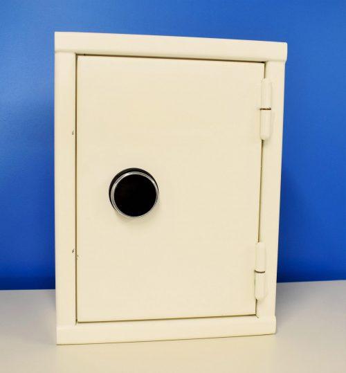 Begagnat nyckelskåp N51 med stängd dörr