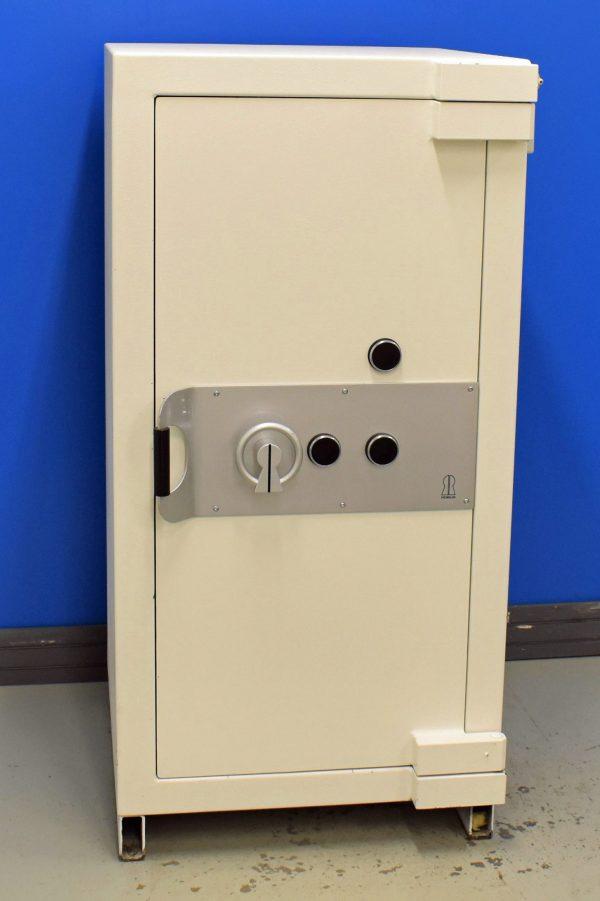 Begagnat värdeskåp Robur grade 6 med stängd dörr