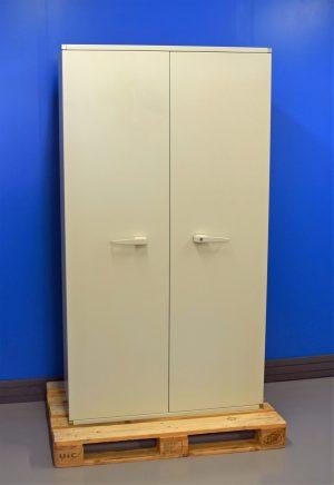 Begagnat dokumentskåp Secura SA580 med stängda dörrar