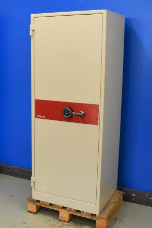 Begagnat dokumentskåp Värdeskydd P90 1500 med stängd dörr