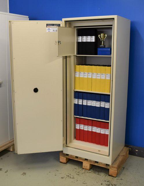 Begagnat dokumentskåp Värdeskydd P90 1500 med öppen dörr