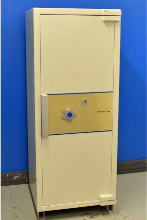 Begagnat värdeskåp Rosengren RHS141-150 med stängd dörr