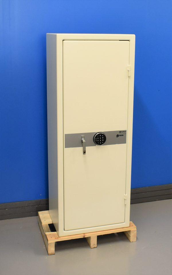 Begagnat Säkerhetsskåp Unisafe 1500 med stängd dörr