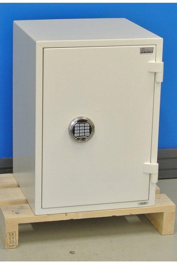 Nytt stöldskyddsskåp RBS2 670E med stängd dörr