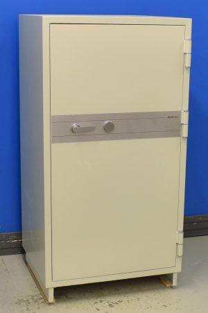 Begagnat dokumentskåp Diplomat NGS 380 med stängd dörr