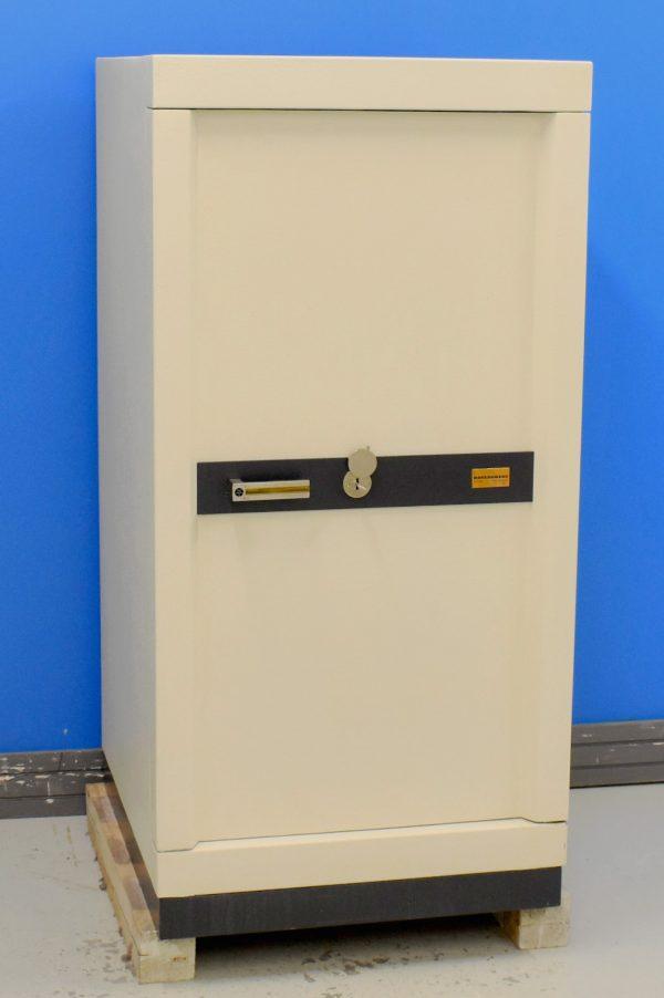 Begagnat värdeskåp Rosengren 3036 v3 med stängd dörr