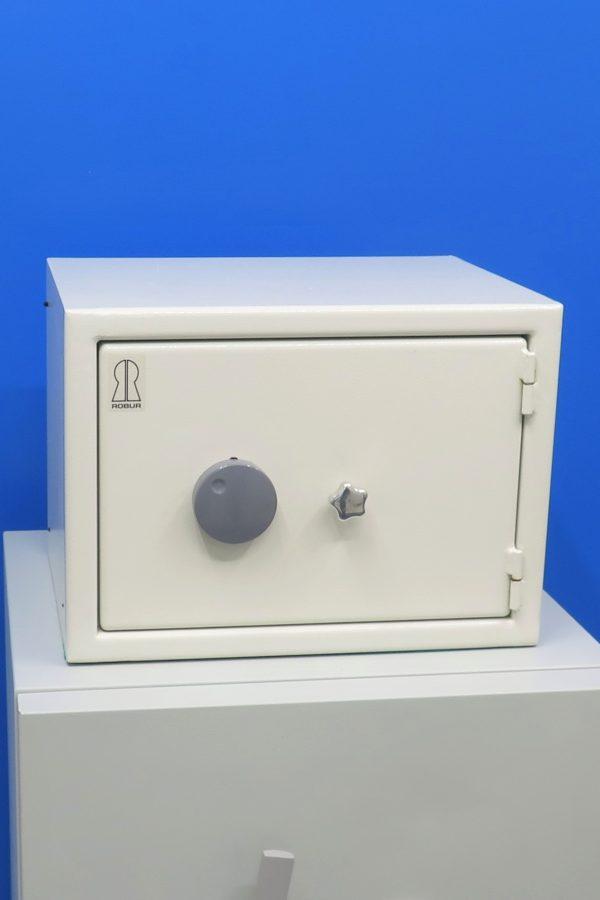 Begagnat-Robur-Vardeskyddsskap-med-nyckellas-Stangd